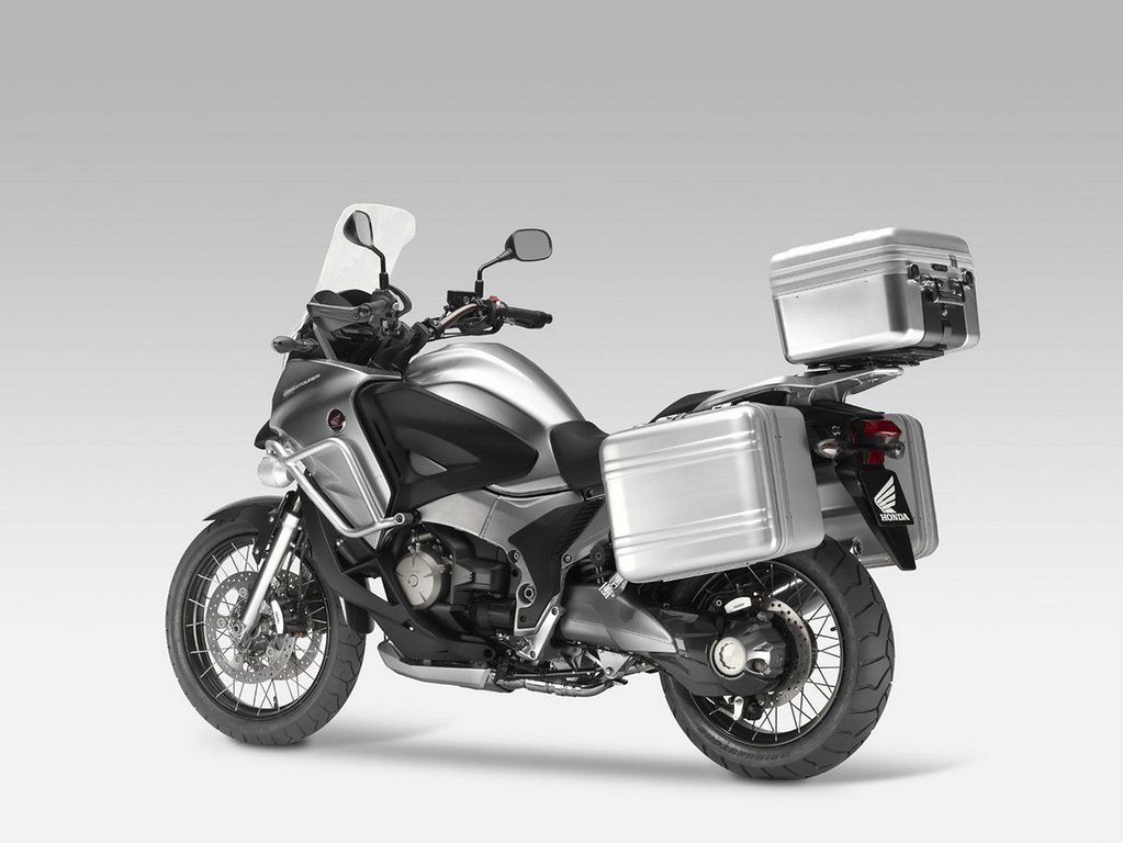 actu honda crosstourer le futur trail v4 1200 d voil eicma forum moto. Black Bedroom Furniture Sets. Home Design Ideas
