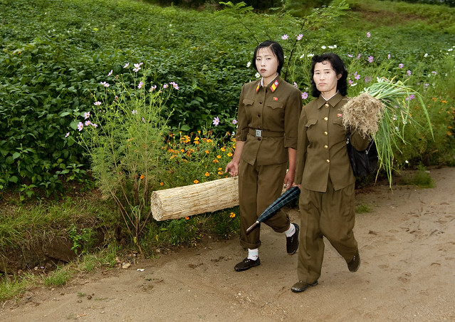 Soldiers women in the countryside - North Korea