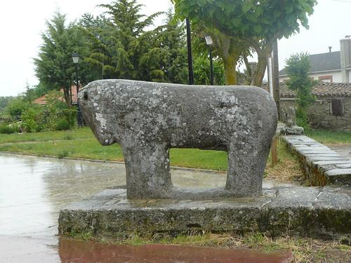 Mula de piedra de origen veton en Villardiegua de la Ribera. Fue encontrada en el yacimiento cercano del castro de San Mamede