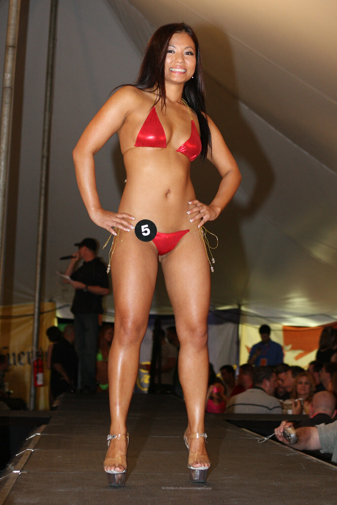 2008 hooters bikini winner