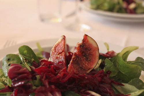 Salatteller mit Feigen-Herz