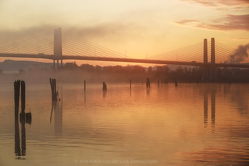 autumn fall sunrise dawn october pilings fraserriver morningmist goldenearsbridge kvdl canonef70200mmf28lisiiusm