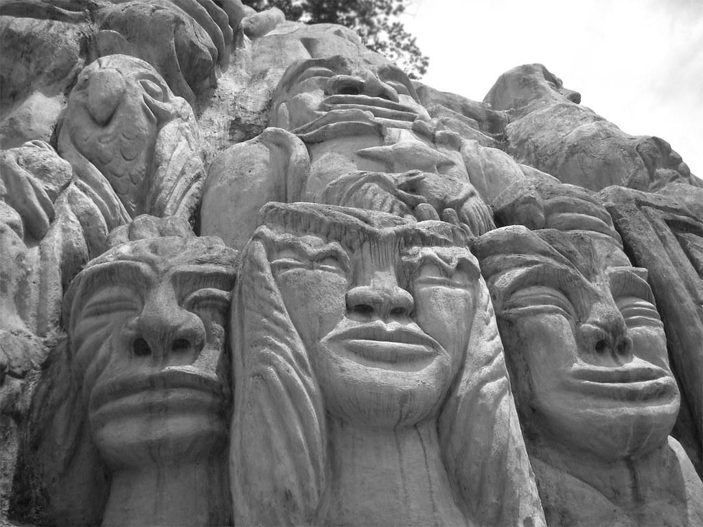 Imagen de esculturas en Barranquismo realizadas en Armenia