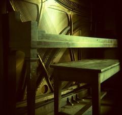 empty piano long exp