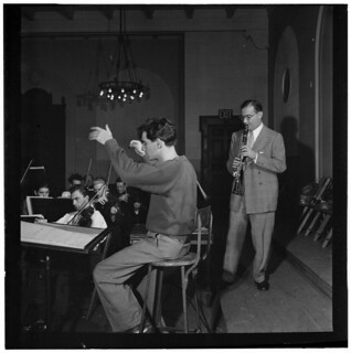 [Portrait of Leonard Bernstein, Benny Goodman, and Max Hollander, Carnegie Hall, New York, N.Y., between 1946 and 1948] (LOC)