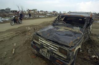 Kehancuran yang disebabkan oleh tsunami.