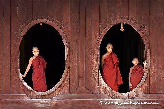 Myanmar experience : monks at Shwe Yan Pyay monastery