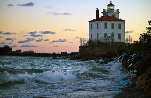 lighthouse water dawn waves lakeerie thechallengefactory