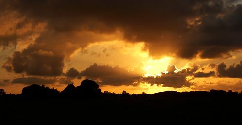light sunset red sky cloud sun color loft clouds landscape evening zonsondergang sony wolken avond lucht sonne zon friesland leeuwarden sinne wolk kleur a300 fryslân liwwadden ljouwert sonyalpha flickraward cloudhunting α300 alpha300 sonyphotographing jûn
