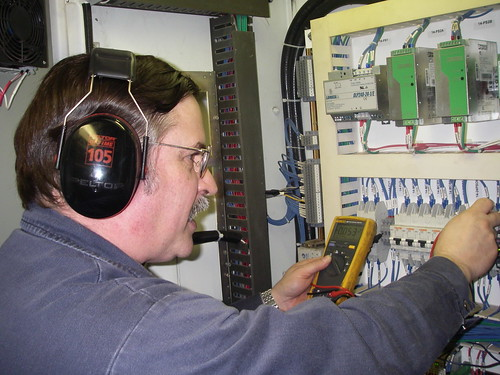 Electrical Engineer Equipment : How to find an earth fault on board ships