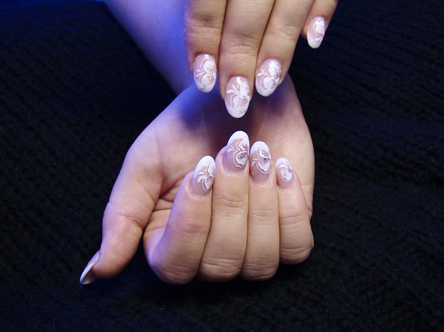 Elegáns mini francia körmök / Elegant french acrylic nails