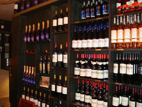 Estanterias para botellas construido en el enfriador de - Estanterias para botellas ...