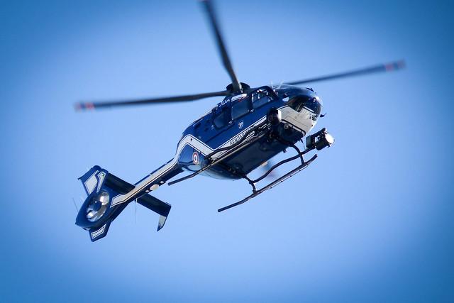 L 39 h licopt re prenaient des photos gard es dans les for Helicoptere interieur