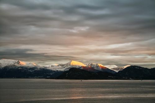 sea sky sunlight snow mountains beauty norway clouds sunrise tranquility harmony fjord peaks norwegiansea larigan valderøyfjord phamilton