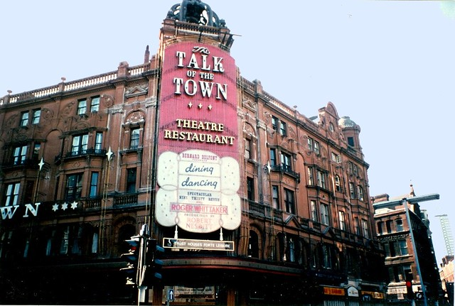 1976 - London - Talk Of The Town - Roger Whittaker