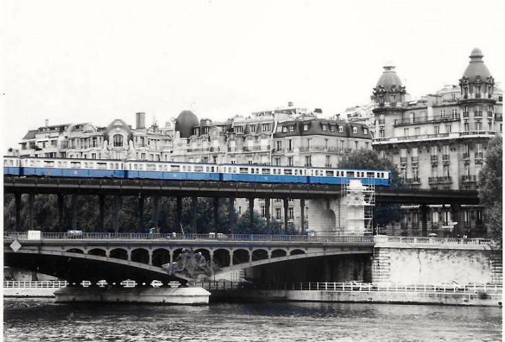 Pont De Passy Paris La Ligne De Metro N 6 Franchissant La