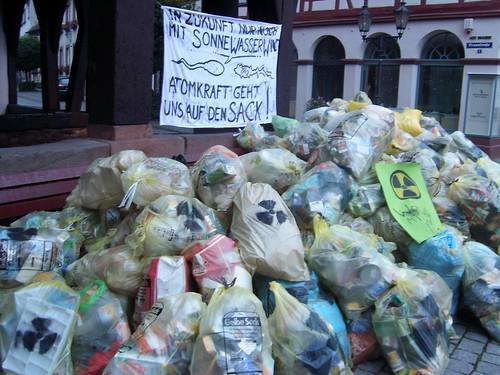 Atomprotest mit 126 Gelben Säcken
