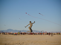 beach(0.0), sports(0.0), sea(0.0), windsports(0.0), kitesurfing(0.0), toy(0.0), sand(1.0), wind(1.0), kite(1.0),