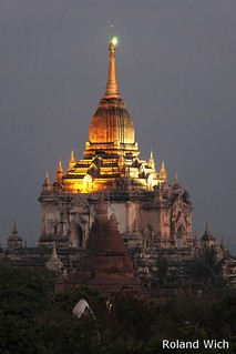 Bagan - Thatbyinnyu Pagoda at dawn
