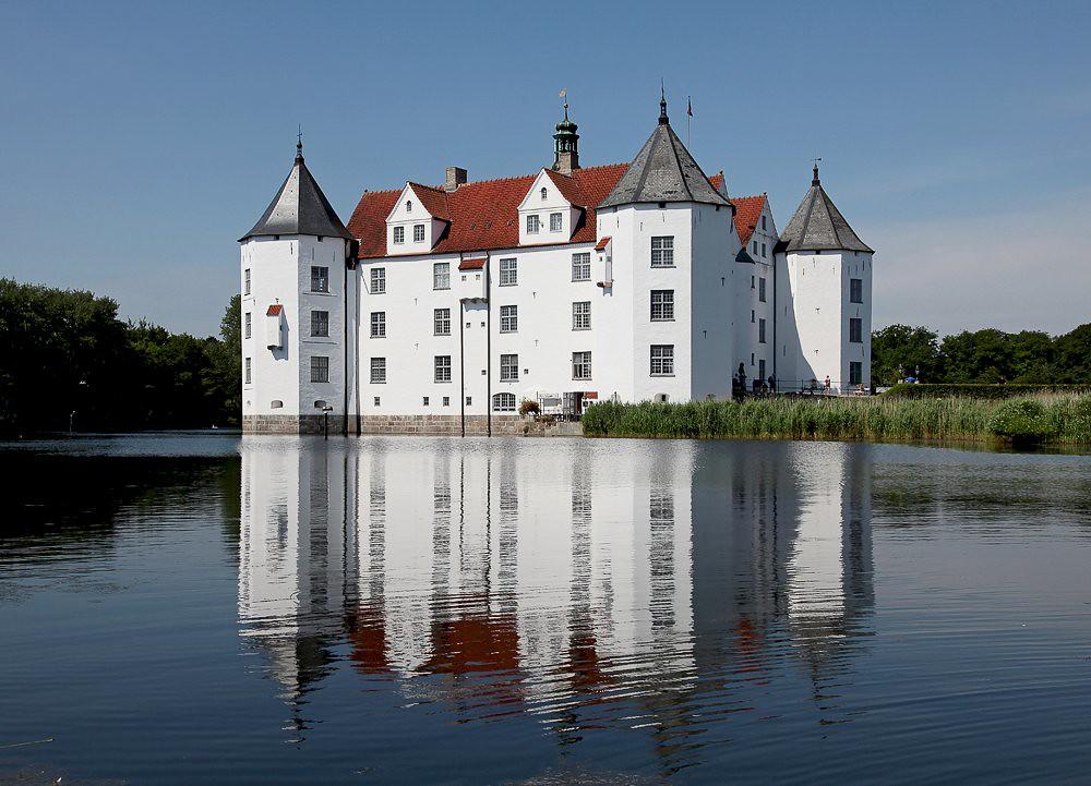 Moated castle Glücksburg