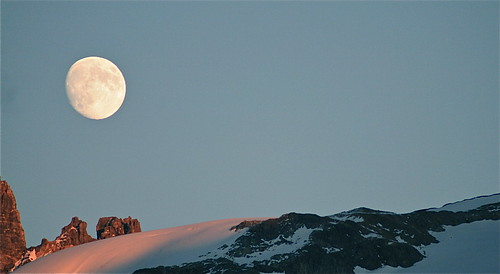 schnee sunset sky moon snow ice night lune switzerland mond rocks glow luna eveningsky engelberg abendhimmel glina felsen firn eyeflyer alpenglühn pwwinter