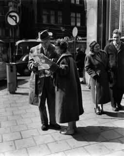 04-19-1957_14434 Toeristen
