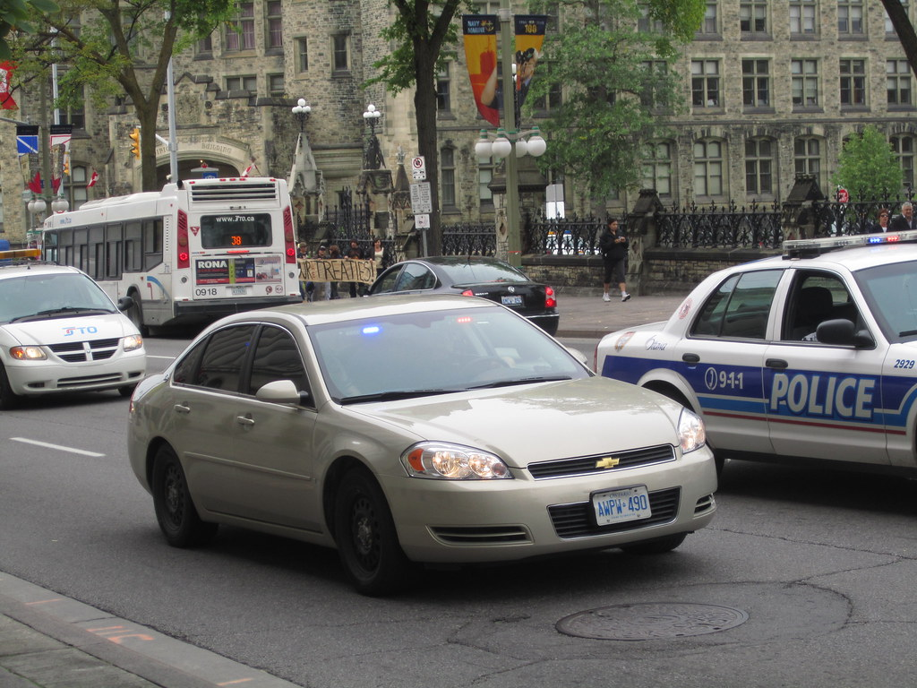 how to become an undercover police officer in ontario