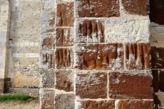 Marques de polissage sur les murs de l'église Notre-Dame d'Autheuil - Orne - Basse Normandie
