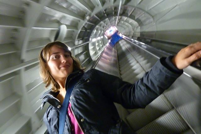 Dentro del AtomiumBruselasBélgica 2010