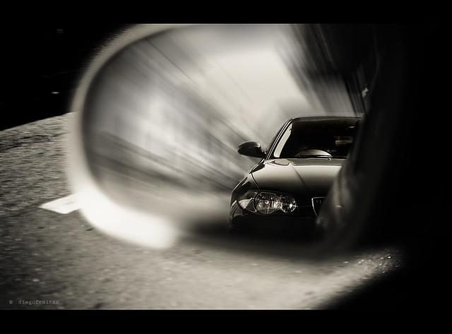 BMW сбрасывает скорость на полосе препятствий