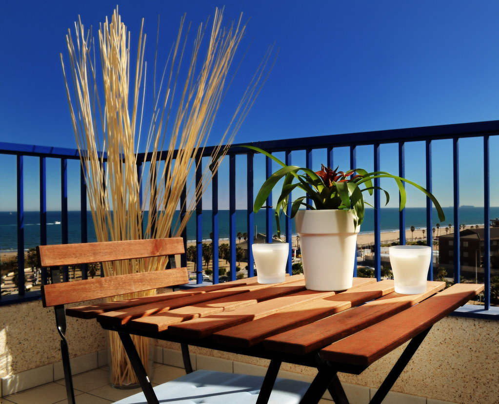 Balcony With Wooden Forniture Terraza Con Mesa Y Silla D