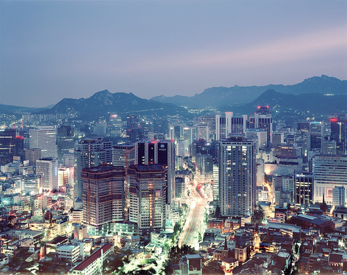road urban mountains film analog kodak 8x10 300mm seoul metropolis lighttrails southkorea largeformat p2 sinar namsan streat schneiderkreuznach republicofkorea megacity e100g 56300 myengdong aposymmarl