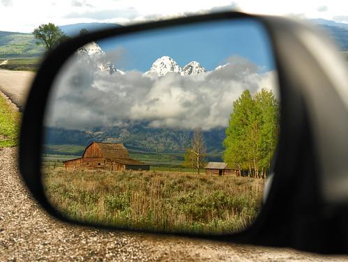 travel reflection landscape rearviewmirror western wyoming tetons gar grandtetonnationalpark jacksonholewyoming moultonbarn ©jeffrclow