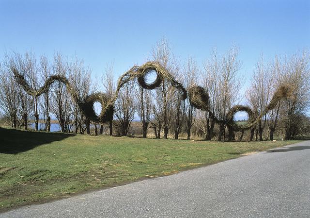Running in Circles, 1996. Willow and maple saplings, 22' high. TICKON Sculpture Park, Langeland, Denmark. Photo by Hatten.