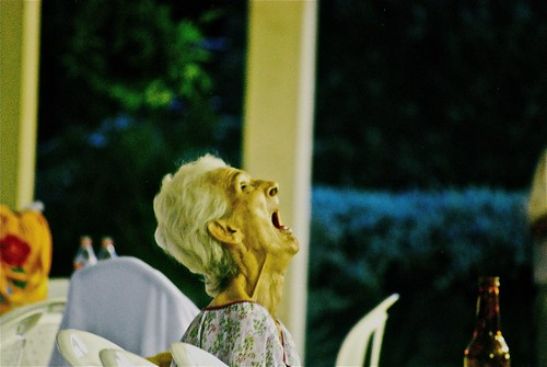 無料写真素材, 人物, 中年・高齢者, おばあちゃん・おばあさん, 人物  口を開ける, 人物  見上げる, 人物  横顔・横を向く, コロンビア人