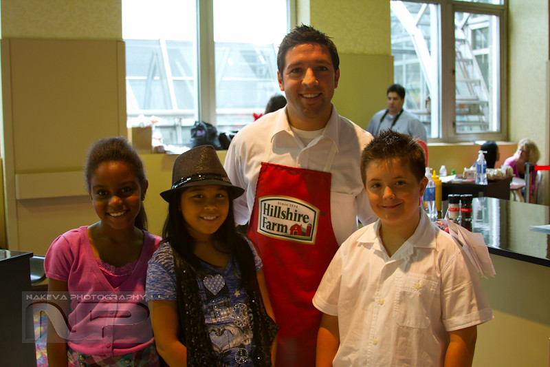 Hillshire Farms rep with the kid judges at BlogHer10 Hilton New York