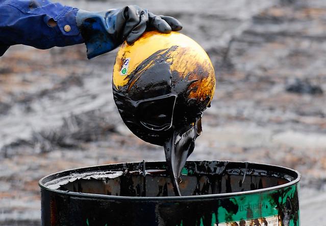 Dalian oil spill, Reuters 2010