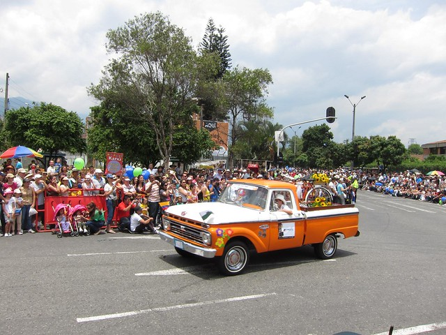 Many of the cars and trucks were decorated with flowers in recognition of La Feria de las Flores.