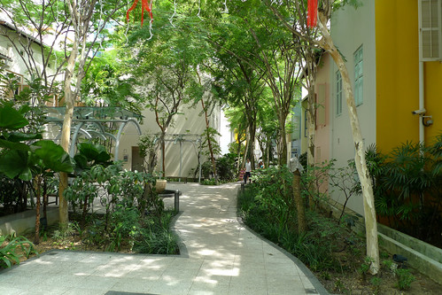 former laneway in Singapore (by: bricoleururbanism, creative commons)