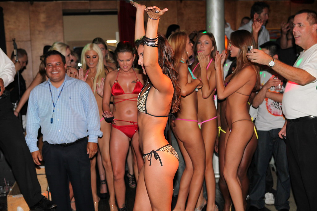 with Night naked party girls dancing