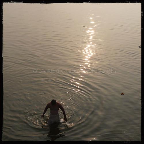 morning people sun india man reflection water mystery sunrise silver river square gold dawn faith atmosphere human varanasi kashi timeless ganga ganges ghats benares benaras uttarpradesh भारत indiasong thebestofday gününeniyisi