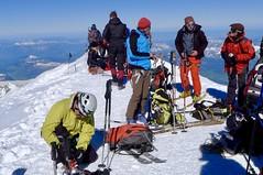 Fertigmachen zur Skiabfahrt vom Gipfel des Montblanc, 4810 m. Foto: Günther Härter.