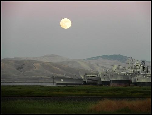 california moon ships navy moonrise maritime benicia laluna mothballfleet ussiowa suisunbay bb61 readyreservefleet battleshipiowa 302112171912addmanygrpuptoc