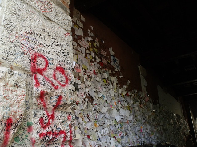 Juliet's House, Via Cappello, Verona - Love notes and graffiti