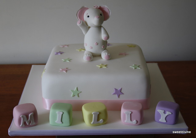 Elephant Cake Design http://www.flickr.com/photos/14541447@N06/4862999248/
