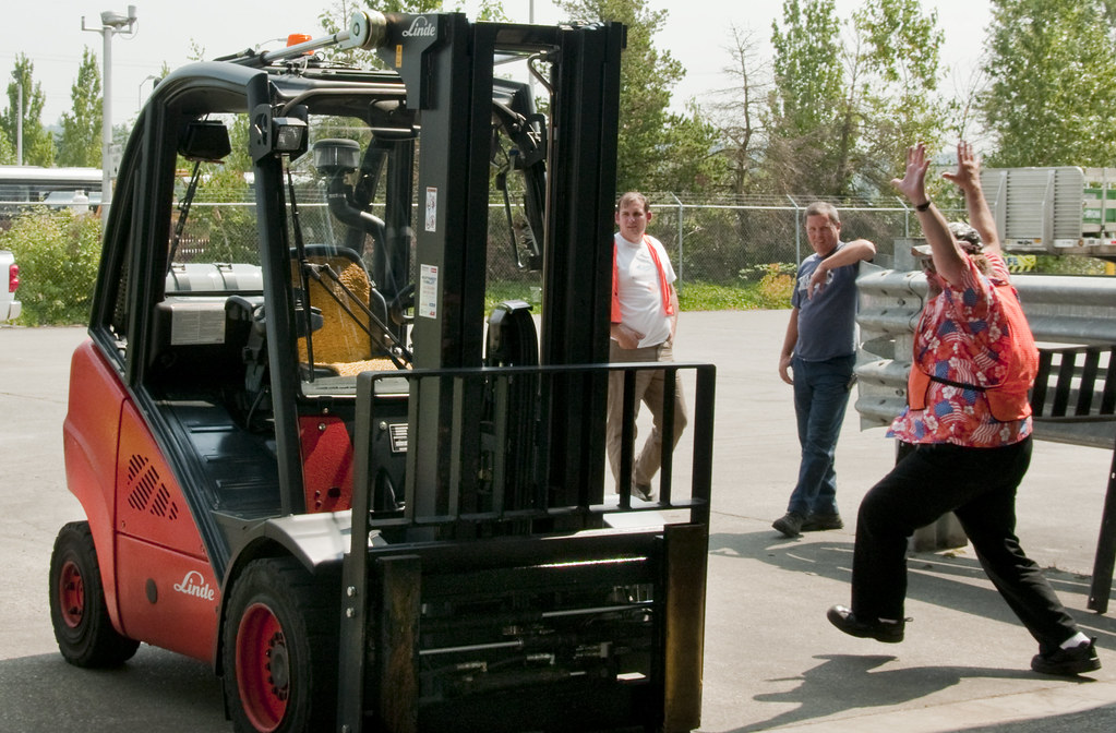 PSE employee gets ready to participate in 2010 forklift rodeo