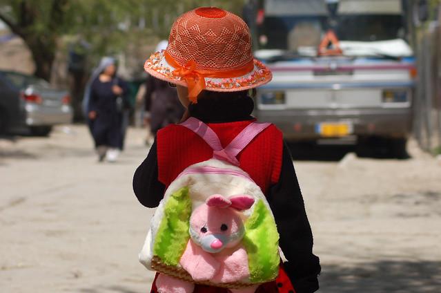 Kind mit Rucksack