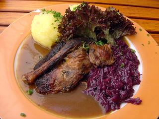 Entenkeule, Rotkraut & Klöße / duck leg, red cabbage & dumplings