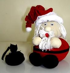 Papai Noel de Pompom e fuxico  5b5b4dafb83