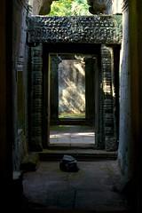透过门廊的日光 / Hallway